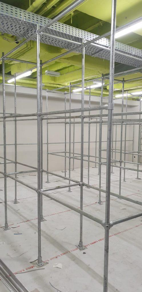 Ladenbau im Sportgeschäft mit Kee Klamp Rohrverbinder von Cali4Store